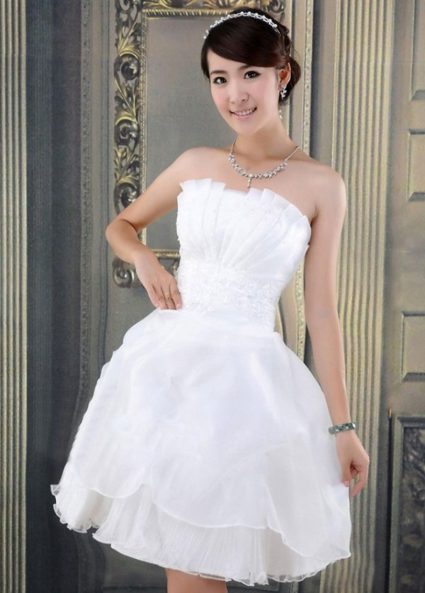 Vestido tomara que caia curto para noiva