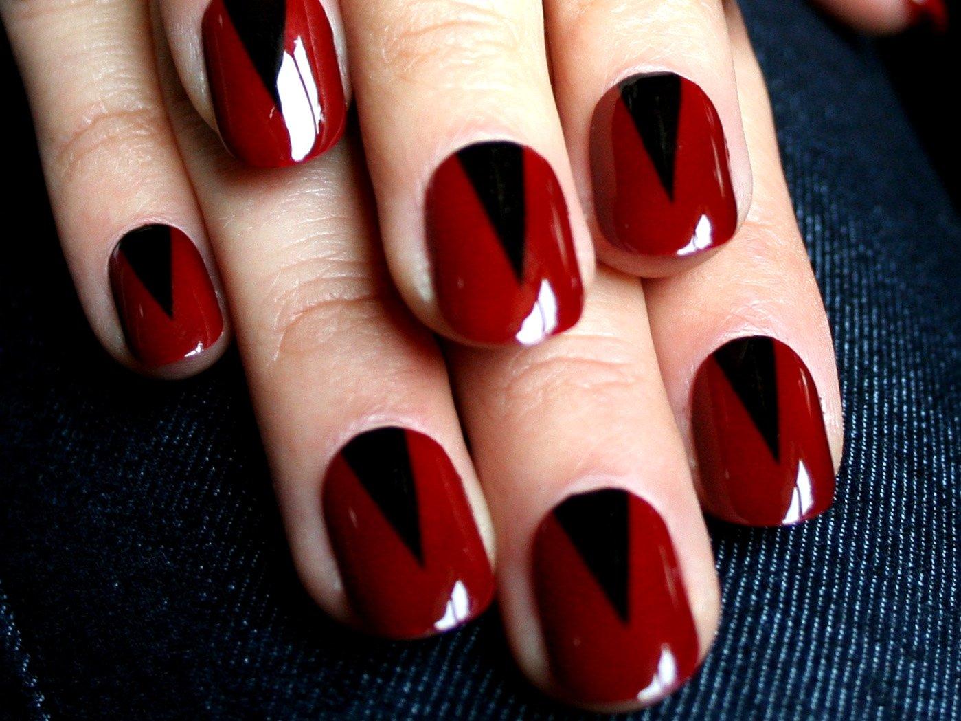 como pintar unhas de vermelho