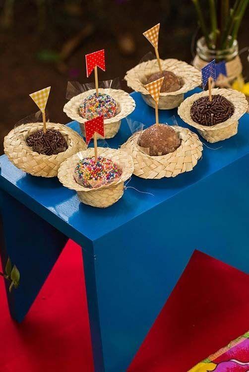 ideias servir doces festa junina brigadeiro