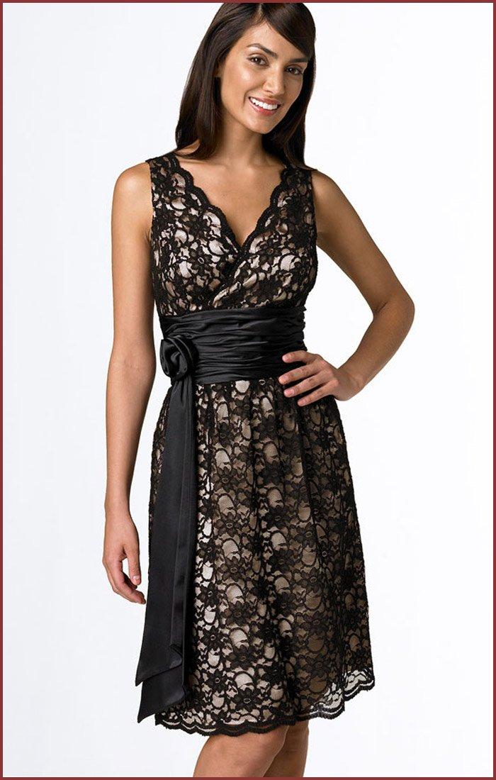lindo vestido de renda em preto