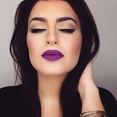 maquiagem baton roxo