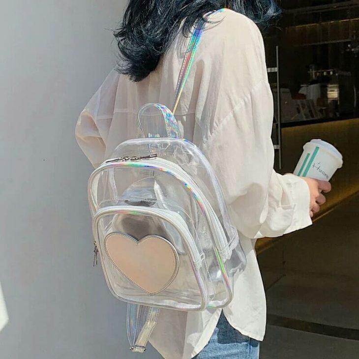 mochila transparente decorada coracao