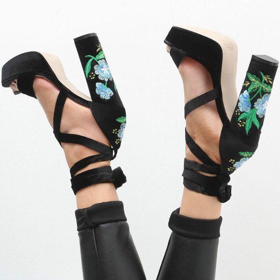modelo sapato salto floral