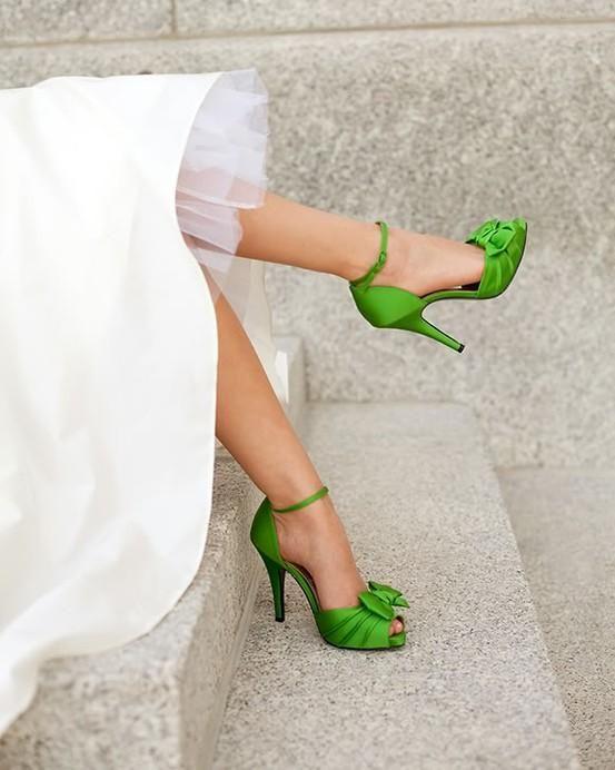 modelos sapatos noiva verde