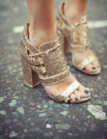 sandalia brilho dourada
