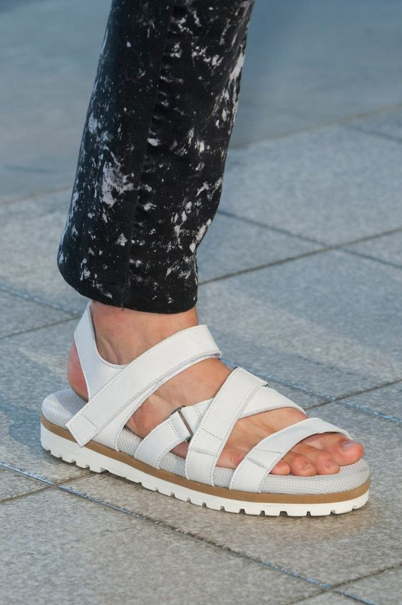 sandalias masculinas brancas
