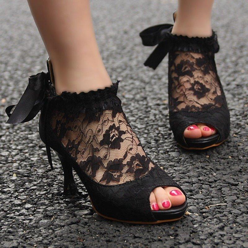 sapato preto com renda