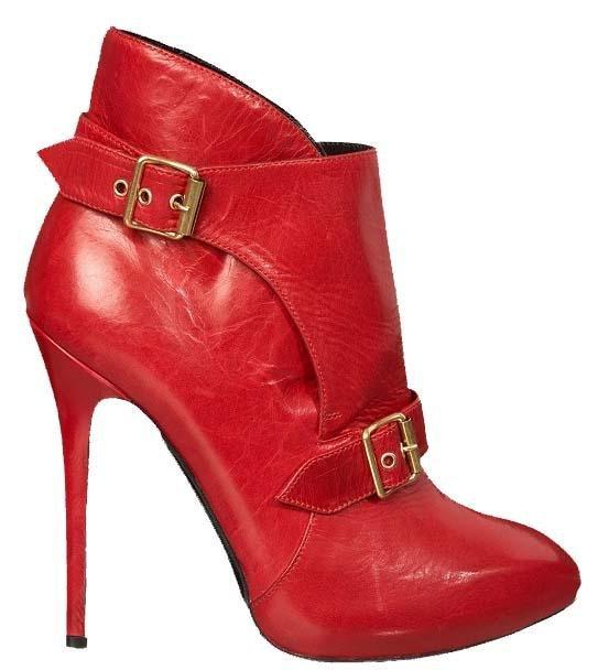 sapato vermelho em couro