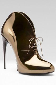sapatos brilho dourado