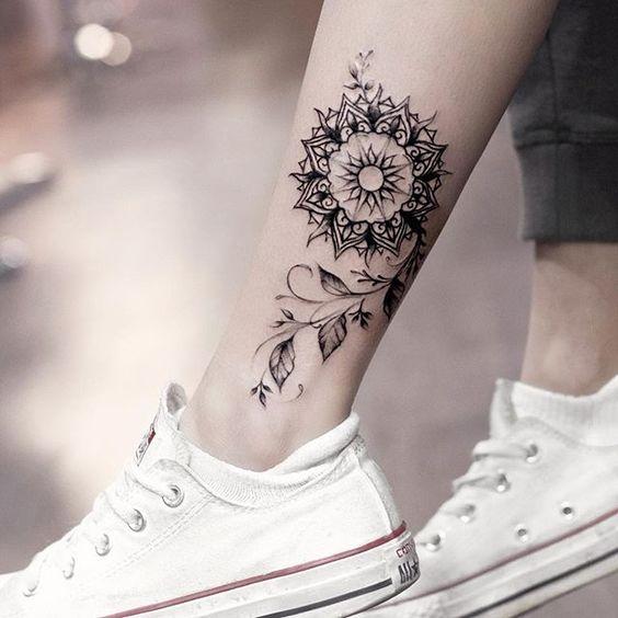 tatuagem canela feminina mandala simples