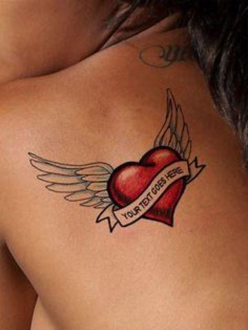 tatuagem coracao asas tradicional