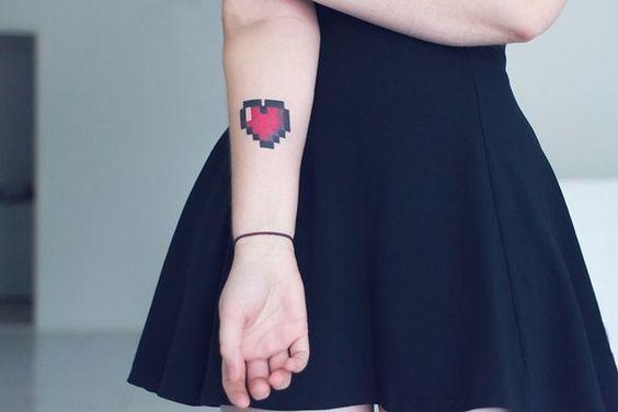 tatuagem coracao braco colorida