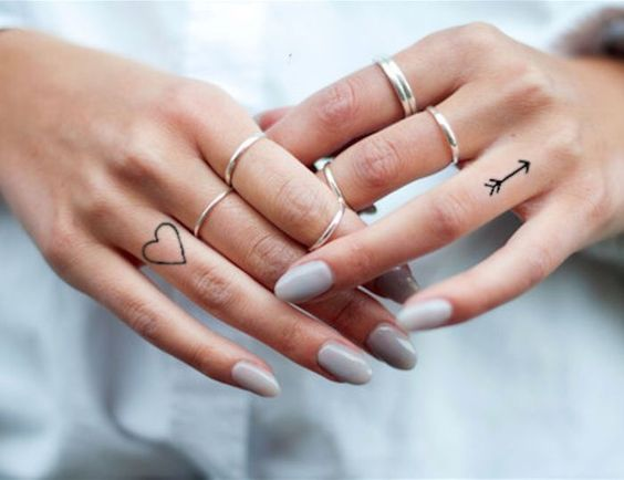 tatuagem coracao dedo anelar