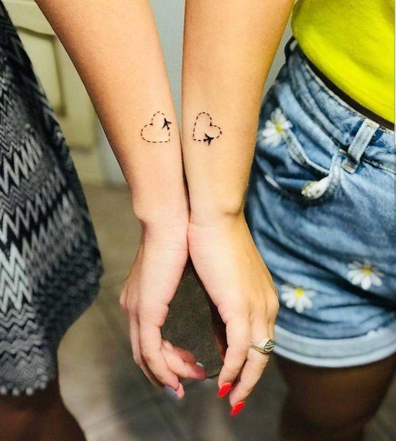 tatuagem coracao pulso amigas