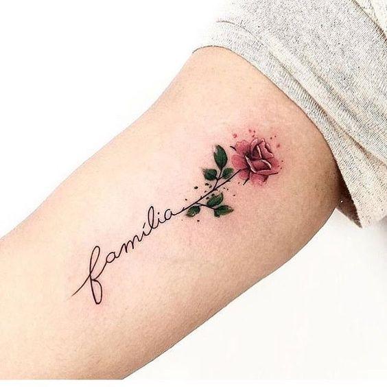 tatuagem feminina escrita