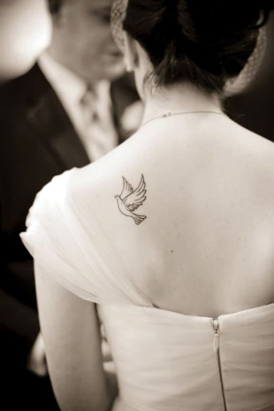 tatuagem feminina minimalista simples