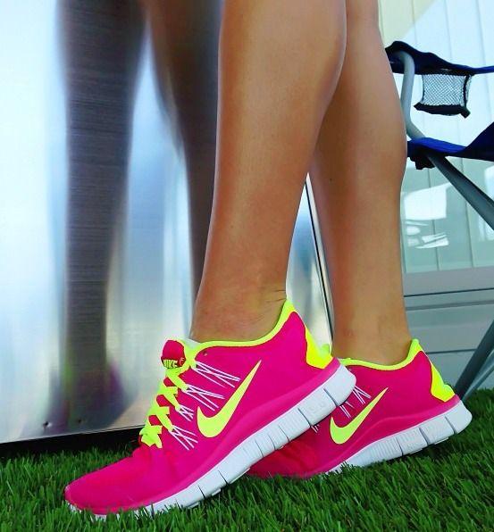 tenis academia mulher rosa