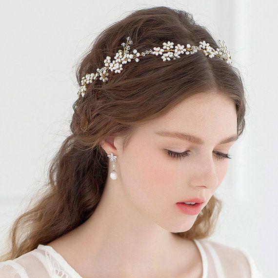 tiara simples no cabelo