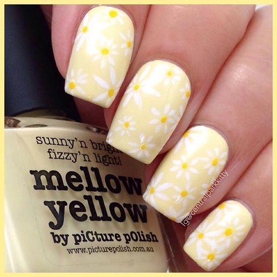 unhas amarelas decoradas flores