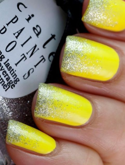 unhas amarelas decoradas glitter