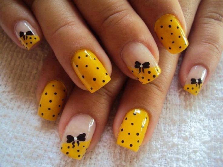 unhas decoradas com bolinhas em amarelo