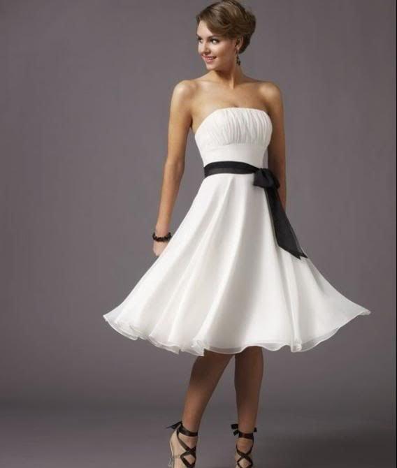 vestido branco com tira preta