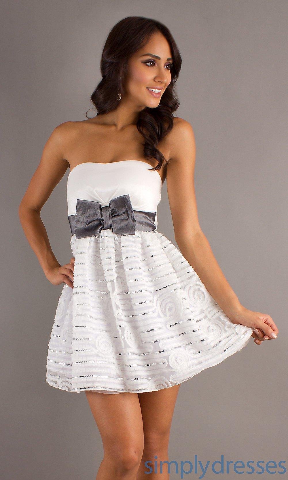 vestido de festa branco com lacinho