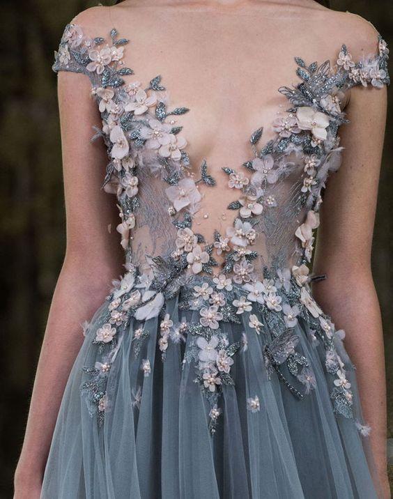 vestido decote tule